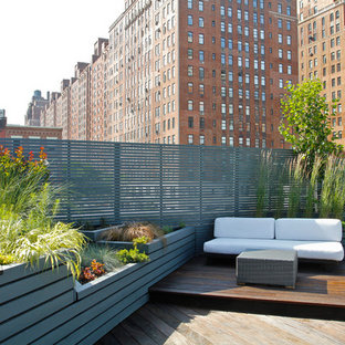 Inspiration for a contemporary rooftop rooftop deck container garden remodel in New York with no cover