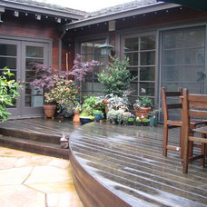 Traditional Deck by John Montgomery Landscape Architects