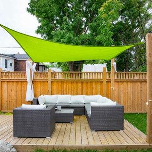 Cette image montre une terrasse craftsman.