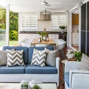 Imagen de terraza clásica, en anexo de casas y patio trasero, con cocina exterior