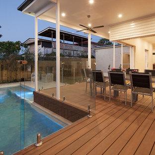 Idee per terrazze e balconi tradizionali dietro casa con un tetto a sbalzo