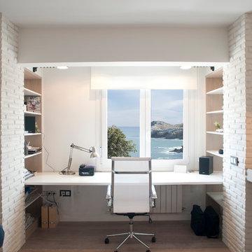 Diseño interior de vivienda con vistas al mar