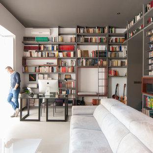 Foto de despacho contemporáneo, de tamaño medio, con paredes blancas, escritorio independiente, suelo de madera clara y suelo blanco