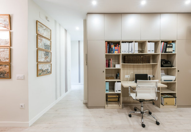Contemporary Home Office & Library by OUTLINE INTERIOR SL