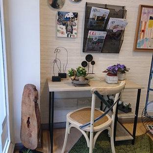 他の地域の小さいトロピカルスタイルのおしゃれな書斎 (造り付け机) の写真