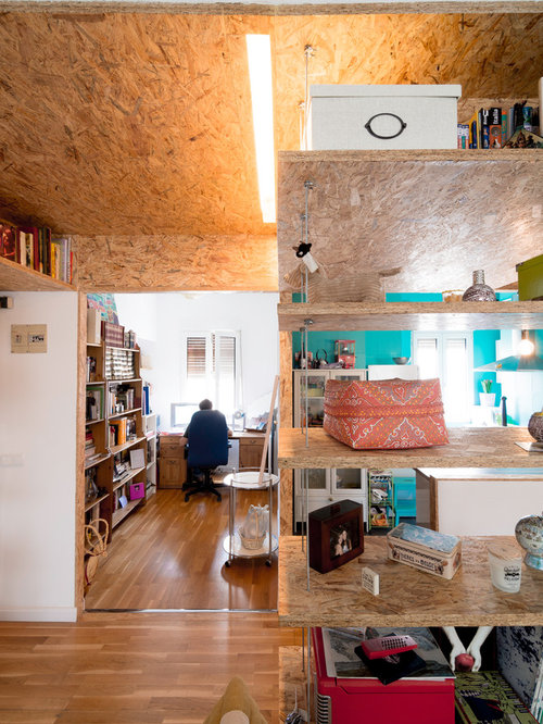 Inspiration for an industrial home office remodel in madrid