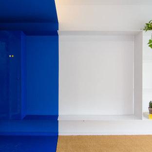 Immagine di un piccolo ufficio minimalista con pareti blu, moquette e pavimento blu
