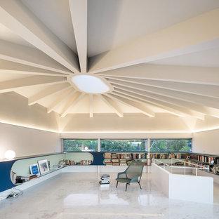 Imagen de despacho contemporáneo, sin chimenea, con paredes blancas y suelo blanco