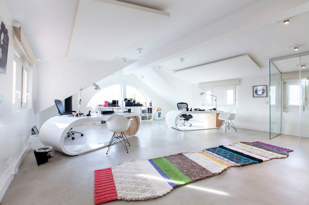 Contemporary Home Office by Lupe Clemente Fotografía