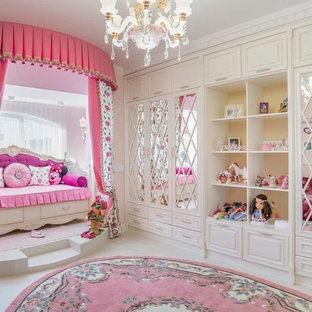 Идея дизайна: детская в классическом стиле с спальным местом, белым полом и розовыми стенами для девочки