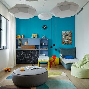 Idéer för att renovera ett funkis pojkrum kombinerat med sovrum och för 4-10-åringar, med ljust trägolv