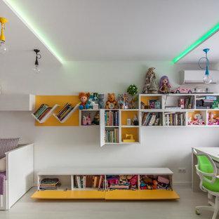 Стильный дизайн: детская в современном стиле с спальным местом и белыми стенами для девочки - последний тренд