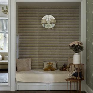Идея дизайна: детская в классическом стиле с спальным местом, зелеными стенами, темным паркетным полом и коричневым полом для девочки