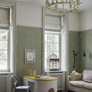 Новый формат декора квартиры: детская в классическом стиле с рабочим местом и зелеными стенами для девочки
