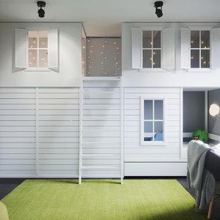 Imagen de dormitorio infantil de 4 a 10 años, contemporáneo, de tamaño medio, con paredes grises y suelo de madera oscura