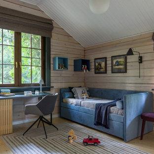 На фото: детская среднего размера в стиле кантри с спальным местом, бежевыми стенами, светлым паркетным полом и бежевым полом для мальчика, ребенка от 4 до 10 лет