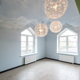 Idée de décoration pour une chambre d'enfant de 4 à 10 ans design de taille moyenne avec un mur bleu, un sol en liège et un sol beige.