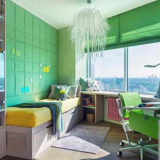 Стильный дизайн: детская среднего размера в современном стиле с спальным местом, зелеными стенами, паркетным полом среднего тона и коричневым полом для подростка, девочки - последний тренд