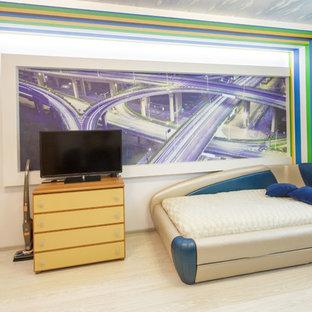 Foto di una piccola cameretta per bambini contemporanea con pareti beige e pavimento in laminato