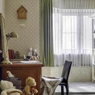 Неиссякаемый источник вдохновения для домашнего уюта: детская в классическом стиле с рабочим местом и разноцветными стенами