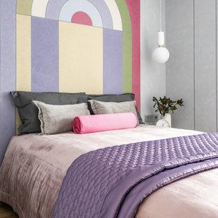 Свежая идея для дизайна: маленькая детская в современном стиле с спальным местом, разноцветными стенами, полом из винила и бежевым полом для подростка, девочки - отличное фото интерьера