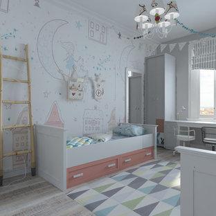 Idées déco pour une chambre de fille de 4 à 10 ans contemporaine de taille moyenne avec un bureau, un mur orange, un sol en bois clair et un sol gris.