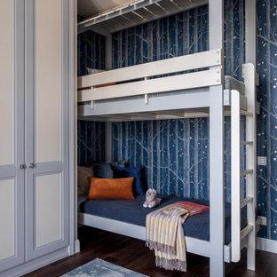 Неиссякаемый источник вдохновения для домашнего уюта: детская в стиле современная классика с спальным местом, синими стенами, темным паркетным полом и обоями на стенах для ребенка от 4 до 10 лет