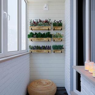 Minimalistisk inredning av ett mellanstort barnrum kombinerat med lekrum, med vita väggar, laminatgolv och svart golv