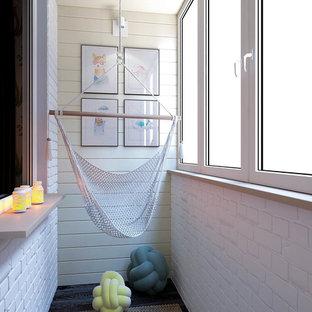 Exemple d'une chambre d'enfant scandinave de taille moyenne avec un mur blanc, sol en stratifié et un sol noir.