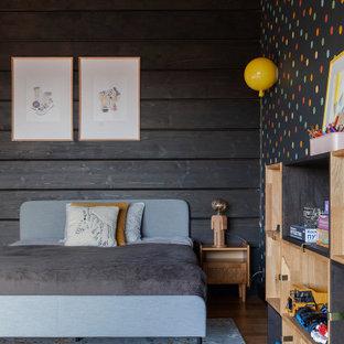 На фото: детская в стиле кантри с черными стенами, балками на потолке и деревянными стенами для ребенка от 4 до 10 лет, мальчика с