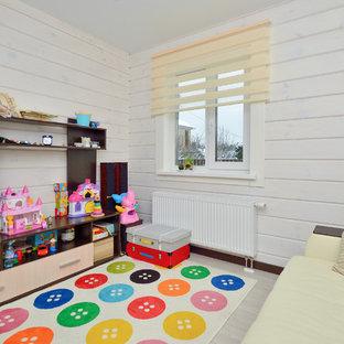 Inredning av ett modernt litet flickrum kombinerat med lekrum och för 4-10-åringar, med vita väggar, laminatgolv och beiget golv