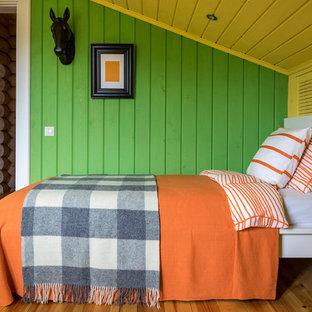 На фото: детская среднего размера в стиле кантри с бежевым полом, спальным местом, зелеными стенами и паркетным полом среднего тона для мальчика, ребенка от 4 до 10 лет