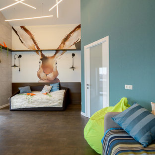 Inspiration pour une grande chambre d'enfant de 4 à 10 ans design avec un mur bleu et un sol en liège.