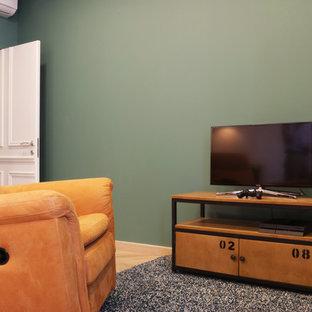 Aménagement d'une chambre d'enfant industrielle de taille moyenne avec un mur vert, un sol en bois brun et un sol beige.