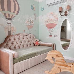 Стильный дизайн: детская в стиле современная классика с спальным местом, разноцветными стенами и бежевым полом для девочки - последний тренд