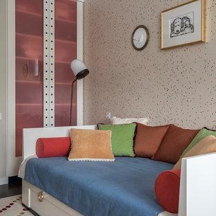 Пример оригинального дизайна: детская среднего размера в стиле современная классика с спальным местом и разноцветными стенами для ребенка от 4 до 10 лет, девочки