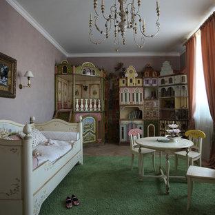 На фото: огромные детские в классическом стиле с розовыми стенами, спальным местом, темным паркетным полом и коричневым полом для ребенка от 4 до 10 лет, девочки