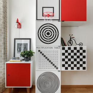 Новые идеи обустройства дома: детская в современном стиле с игровой комнатой, белыми стенами и светлым паркетным полом