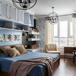 На фото: детские в морском стиле с синими стенами, паркетным полом среднего тона, коричневым полом и спальным местом для мальчика
