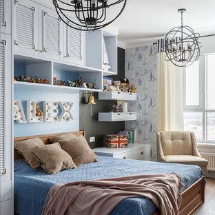 На фото: детская в морском стиле с спальным местом, синими стенами, темным паркетным полом и коричневым полом для мальчика с