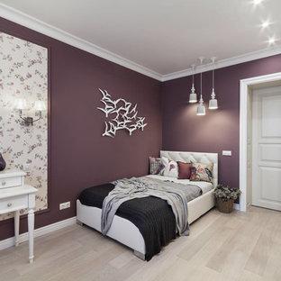 На фото: детская в стиле современная классика с спальным местом, светлым паркетным полом, бежевым полом и фиолетовыми стенами для подростка, девочки с