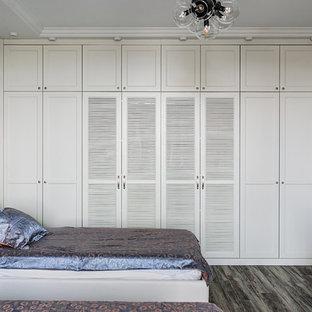 Свежая идея для дизайна: нейтральная детская в стиле современная классика с паркетным полом среднего тона, серым полом, спальным местом и серыми стенами для подростка - отличное фото интерьера
