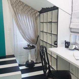 Modern inredning av ett litet barnrum kombinerat med skrivbord, med grå väggar, linoleumgolv och turkost golv