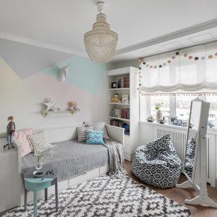 Идея дизайна: детская в стиле современная классика с спальным местом, разноцветными стенами, коричневым полом и паркетным полом среднего тона для девочки, подростка