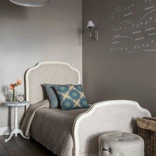 Свежая идея для дизайна: большая детская в классическом стиле с спальным местом, серыми стенами, коричневым полом и темным паркетным полом для подростка, девочки - отличное фото интерьера