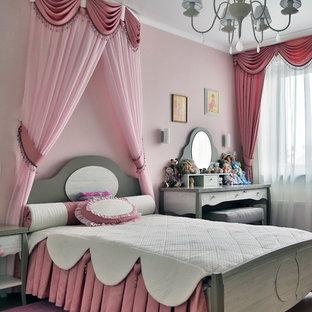 На фото: детская в классическом стиле с спальным местом и розовыми стенами для девочки