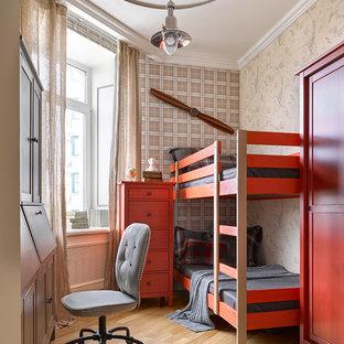 На фото: детская в классическом стиле с бежевыми стенами, светлым паркетным полом, бежевым полом и спальным местом для мальчика, ребенка от 4 до 10 лет с