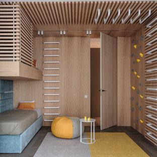 Пример оригинального дизайна: нейтральная детская в современном стиле с спальным местом и темным паркетным полом для ребенка от 4 до 10 лет