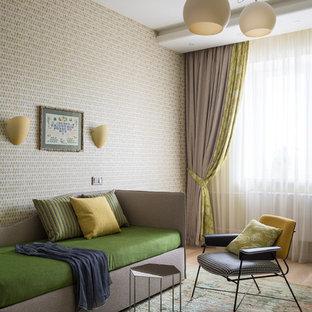Новые идеи обустройства дома: нейтральная детская в современном стиле с спальным местом, бежевыми стенами, ковровым покрытием и зеленым полом