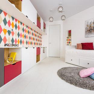 Неиссякаемый источник вдохновения для домашнего уюта: детская в современном стиле с спальным местом, белыми стенами и белым полом